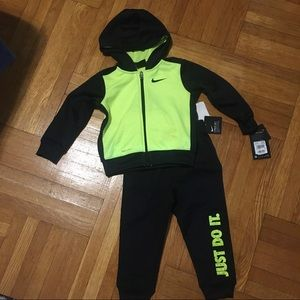 NEW! Nike Therma 2 pc Set with Hoodie and Pants
